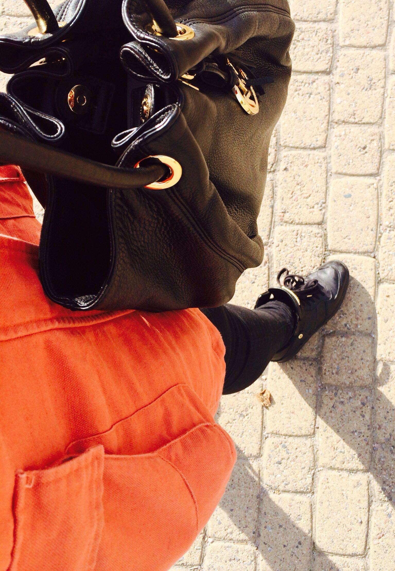 Kivat kengät ja laukut piristää aina...