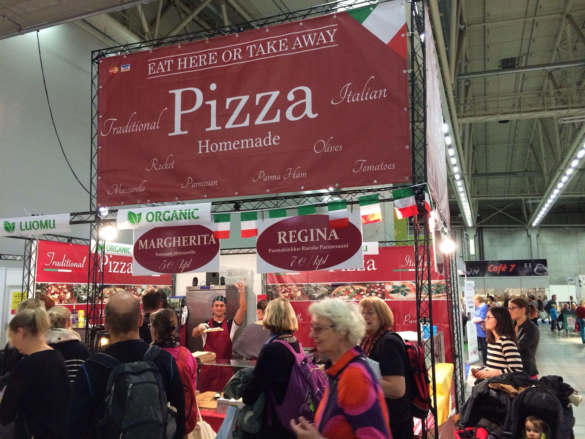 Ja löytyipä hyvinvointi puolelta liikaa terveellisyyttä karsastaville kunnon pizzaa :D