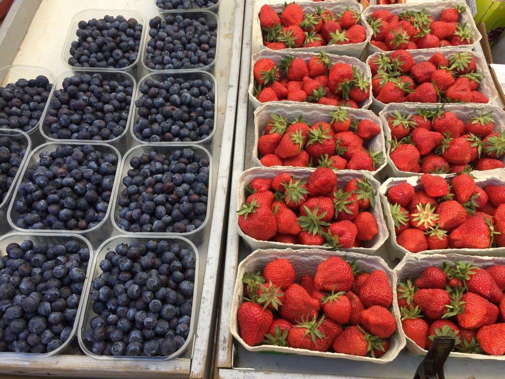 Niin ja kesä ja mansikat ovat saapuneet :)