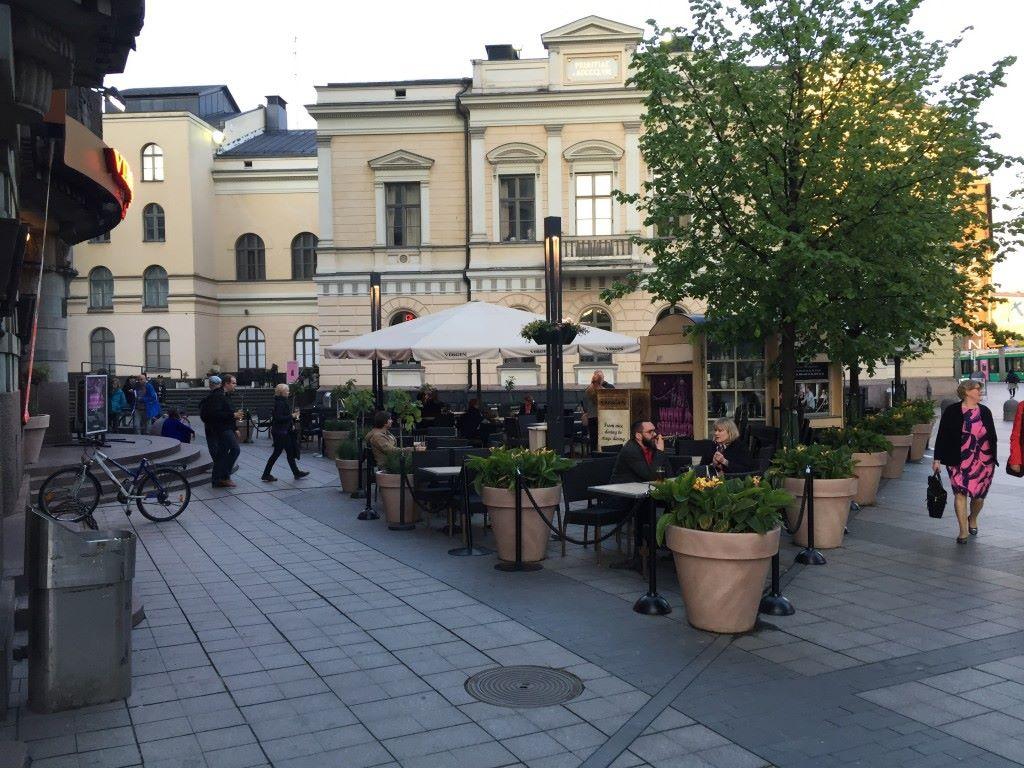 Helsingin keskusta Perjantai iltana.