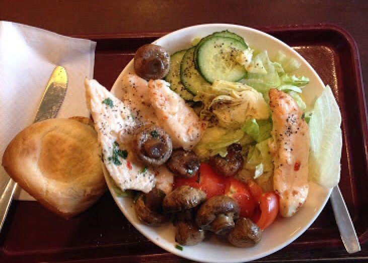 Salaatteja ei lasketa ruokavaliosta poikkeamisena ;)