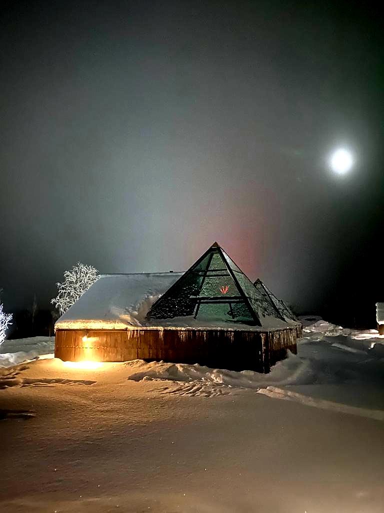 Aurora pyramidit Minna Ahmonsaari